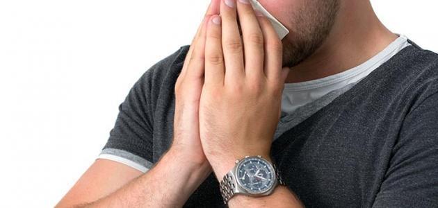 للوقاية من الأمراض.. كم المسافة التي يجب أن تكون بينك وبين من يعطس؟