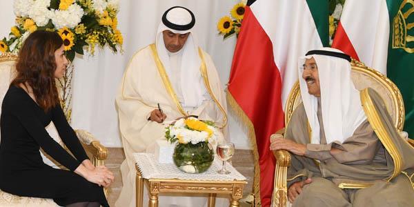 أمير الكويت خلال استقباله نادية مراد: العراق الآن في حالة استقرار أكثر مما مضى