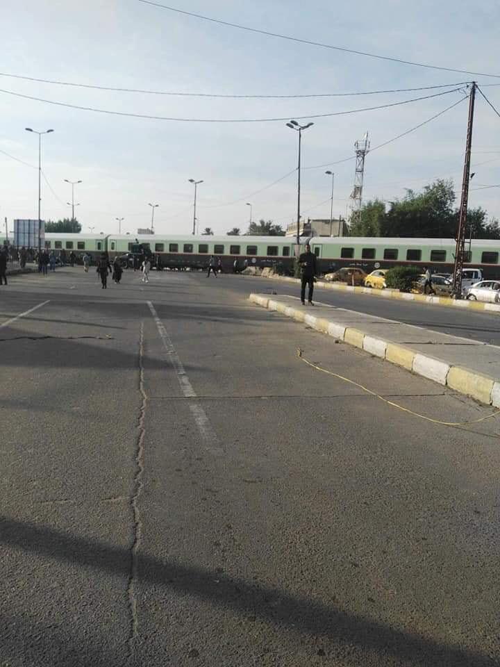 عطل قطار في تقاطع ساحة عدن يتسبب بقطع الطريق بالكامل