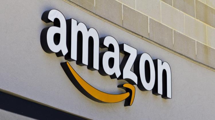 """""""أمازون"""" تُوقع صفقة مع """"آبل"""" لبيع أجهزة """"آيفون"""" و""""آيباد"""" الجديدة عبر موقعها الإلكتروني"""