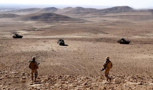 عمليات امنية لمطاردة بقايا داعش في المناطق الصحراوية المحاذية لسوريا