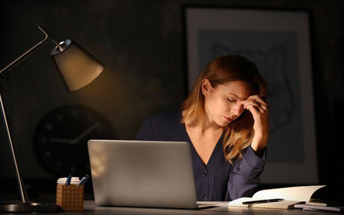 دراسة أمريكية: تناوب العمل ليلاً ونهاراً يهدد النساء بأمراض مزمنة
