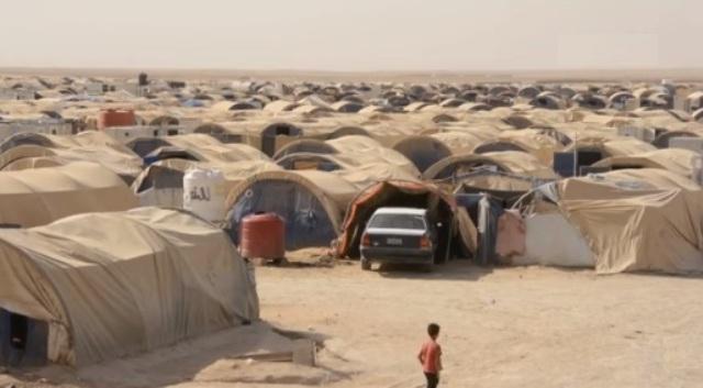 """المباشرة بنقل الأسر النازحة من مخيم الـ""""١٨"""" كيلو تمهيداً لإغلاقه"""