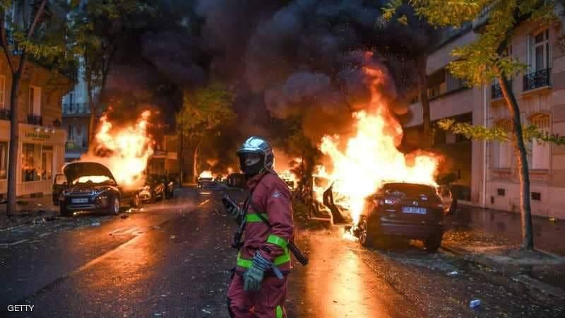 بهذه الصور امست العاصمة الفرنسية باريس بسبب موجة الاحتجاجات