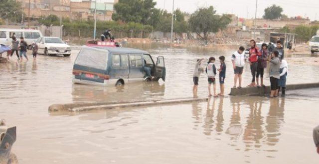 الحشد الشعبي يباشر بانقاذ العوائل المحاصرة جراء الأمطار في النجف الأشرف