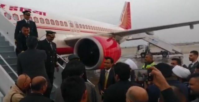 السفير الهندي يكشف أسباب اختيار مطار النجف كأول محطة للهبوط