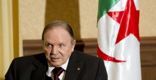 بوتفليقة: الجزائر ستغير نظام حكمها والدستور رهن استفتاء شعبي