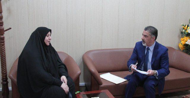 وزير العمل يبحث مع النائبة انعام الخزاعي إمكانية التوسُّع في شمول الأسر الفقيرة بالحماية الاجتماعية