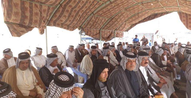 بالصور .. أهالي منطقتي السعادة والكرامة يواصلون اعتصامهم لليوم الثاني على التوالي للمطالبة بالخدمات