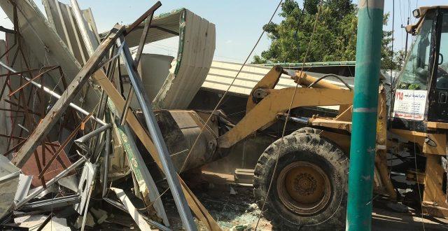 بالصور.. رفع تجاوزات من على ارصفة وساحات عامة في منطقتين ببغداد