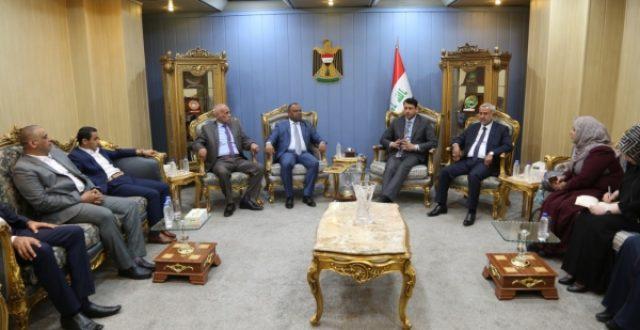 الغزي: رئيس الوزراء وجه باحالة مطار الناصرية الى الاستثمار