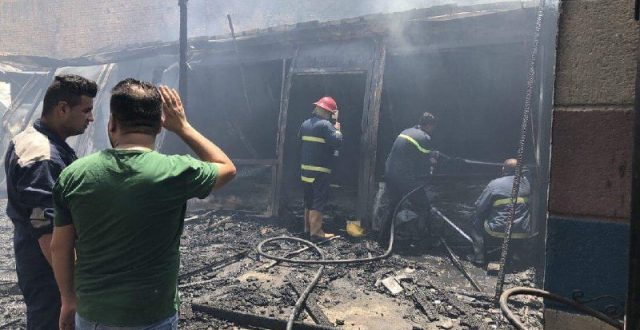 بالصور.. حريق يأتي على مقهى ومحال تجارية وسط الناصرية