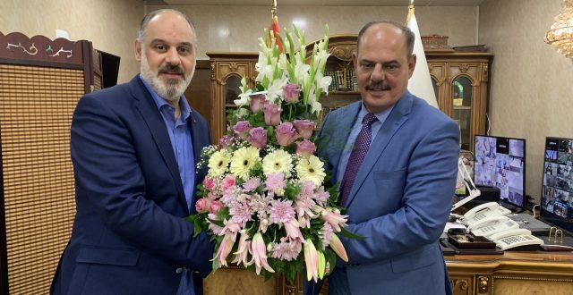 """مدير عام """"بغداد تايمز"""" يقدم التهنئة وباقة ورد إلى نقيب الصحفيين مؤيد اللامي لمناسبة فوزه بعضوية المكتب التنفيذي للاتحاد الدولي للصحفيين"""