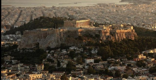 رعب في شوارع اثينا بعد زلزال قوي