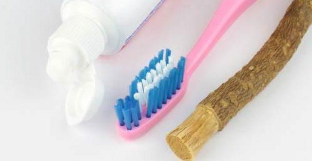 المسواك يمثل الخيارالأفضل لتنظيف الأسنان اليومي.. وهذه فوائده