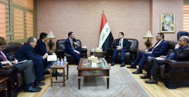 التخطيط تبحث مع وفد دولي رفيع منح القروض وفقاً لاولويات العراقيين