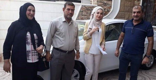 ديالى.. مدرس يهدي إحدى طالباته المتفوقات سيارة حديثة