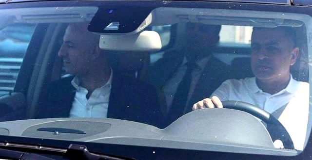 محافظ البصرة اسعد العيداني يتجول مع ممثل الفيفا بسيارته لغرض تقييم وضع البصرة