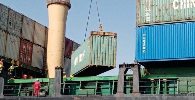 الكمارك تعيد اصدار خمسة حاويات زيوت محركات مخالفه في مركز بوابة البصرة