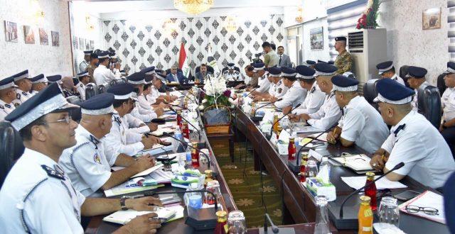 وزير الداخلية يثمن جهود رجال المرور ويوجه بعقد ورش لتوضيح القانون الجديد
