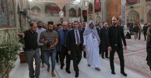 """بالصور.. أمين عام منظمة """"أوبك"""" يزور مرقد الامام علي {عليه السلام}"""
