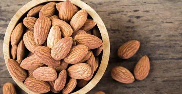 مختص في التغذية: تناول اللوز يومياً يمنح الجسم 8 فوائد