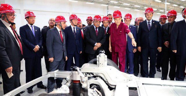 عبدالمهدي يزور شركة JAC لصناعة السيارات