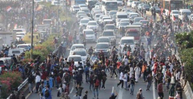 مواجهات خلال احتجاجات في إندونيسيا ضد قوانين مثيرة للجدل