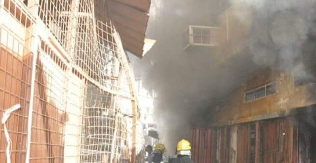 اخماد حريق كبير نشب في مخزن تجاري في منطقة السنك وسط بغداد