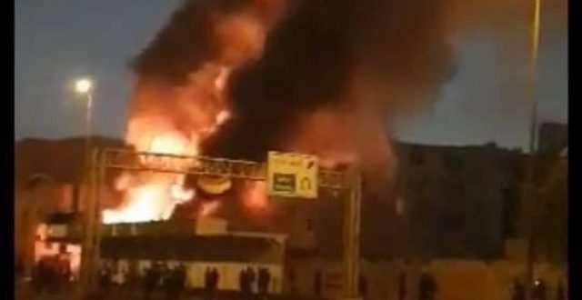 بالصورة.. مجهولون يحرقون محطة كهرباء أبو صخير في النجف الاشرف