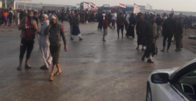 """بالصور .. المتظاهرون يغلقون طريق البطحاء """"الناصرية – بصرة"""""""