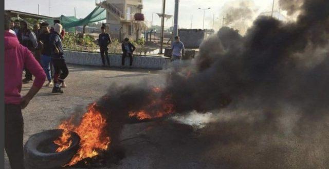 مجدداً .. قطع الطرق المؤدية إلى الحقول النفطية في البصرة صباح اليوم على يد المتظاهرين