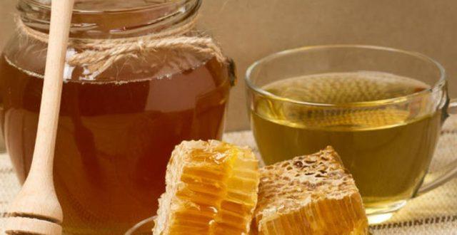 العسل الممزوج بالماء الدافئ.. فوائد لا تحصى وعلاج للكثير من الأمراض