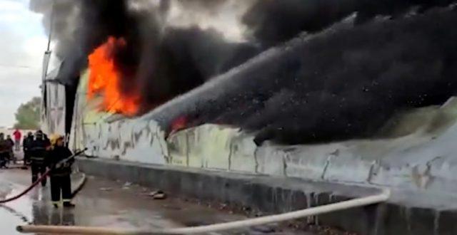 عاجل..حريق كبير يلتهم مخازن للدرجات النارية في شارع فلسطين شرقي بغداد