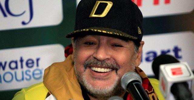 """""""مارادونا"""" يدعي اختطافه من قبل كائنات فضائية وبقائه 3 أيام خارج كوكب الأر"""