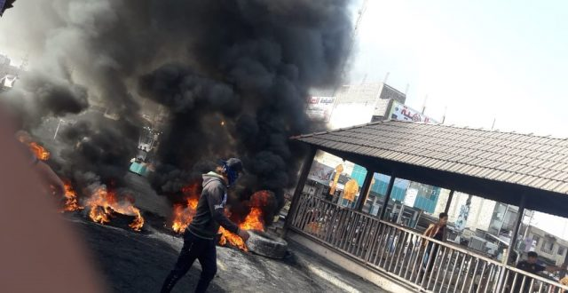 بالصور.. محتجون يقطعون الجسر الرئيسي بقضاء الغراف في ذي قار