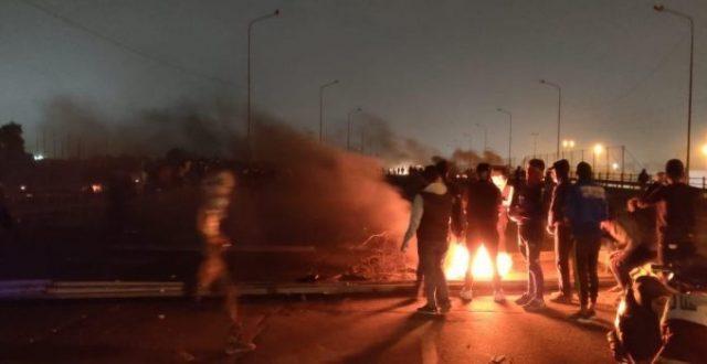 قطع الشارع التجاري وسط البصرة بالاطارات المحترقة