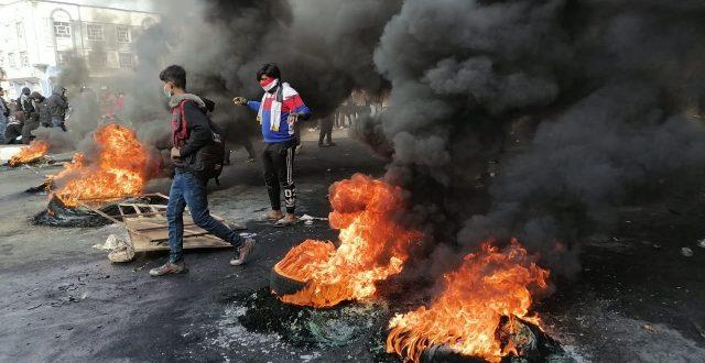 متظاهرو المثنى يقطعون الطرق الرئيسية في السماوة ويضرمون الإطارات فيها