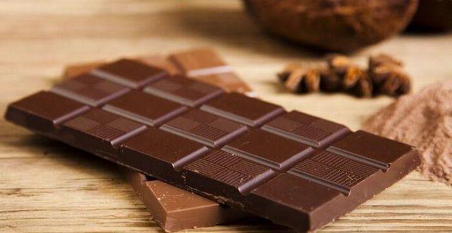أبرزها الموز والشوكولاتة والجبن .. 10 أطعمة ومشروبات تسبب الصداع المزمن