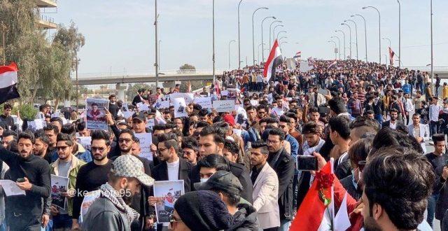 شاهد بالصور.. الآلاف من طلبة النجف يشاركون في تظاهرة طلابية
