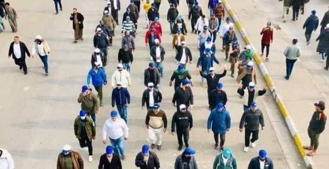 بالصور.. أصحاب القبعات الزرقاء في ساحة التحرير وسط بغداد