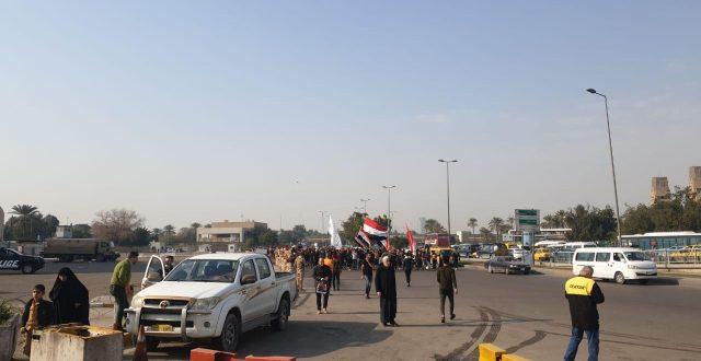 """بالصورة.. متظاهرو الناصرية يصلون إلى منطقة """"العلاوي"""" وسط بغداد"""