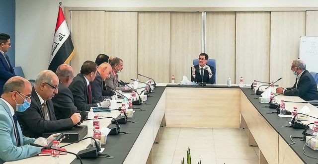 وزير التخطيط يبحث سبل تعزيز دور القطاع الخاص في مواجهة فيروس كورونا مع مجموعة من التجار ورجال الأعمال العراقيين