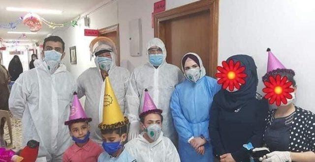 بالصور.. الردهة الوبائية في مستشفى الكرخ العام تقيم احتفالية الى الاطفال الذين تماثلوا الشفاء من فيروس كورونا