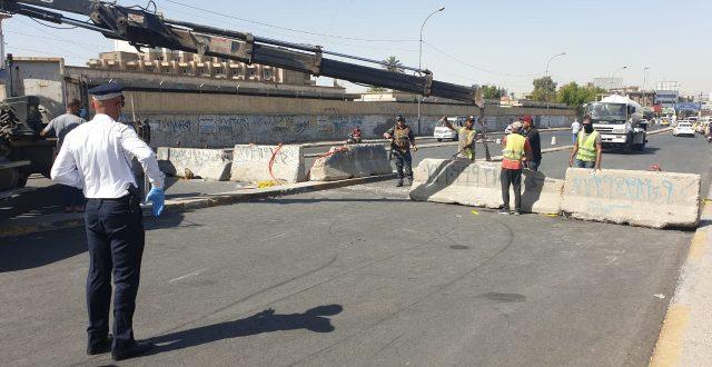 بالصور.. امانة بغداد تعيد افتتاح احد جانبي مجسر الامانة امام حركة السير