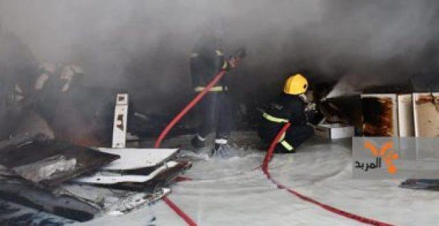 اخماد حريق كبير نشب داخل مخزن للأخشاب في بغداد