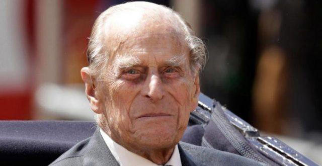 أنهى 67 عاما من الخدمة.. الأمير فيليب يسلم منصبه العسكري الشرفي