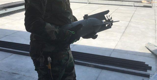 خلية الإعلام  الأمني: العثور على طائرة مسيرة  تحمل مقذوف زنة 2كغم فوق أحد البنايات في الجادرية