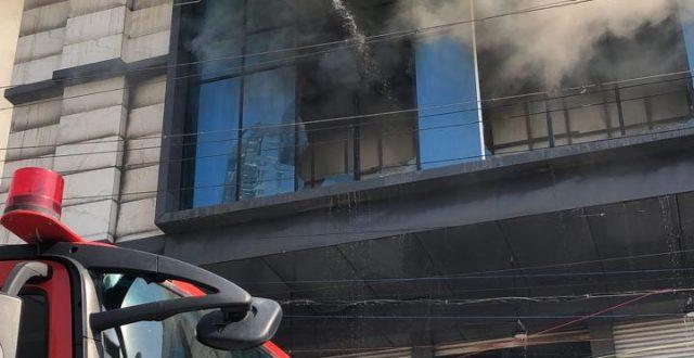 حريق في بناية تجارية بمنطقة المنصور في العاصمة بغداد