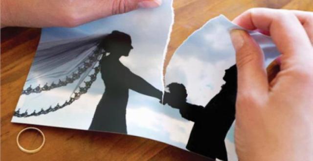 امرأة تطلب الطلاق من زوجها لحبّه الزائد لها ولأنهما لا يتشاجران!